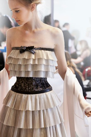 chanel-spring-summer-2014-haute-couture-backstage-03