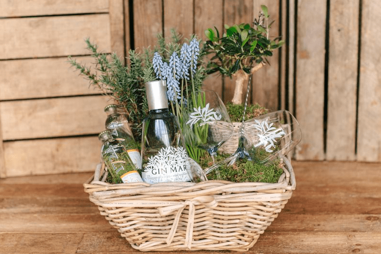 La cesta perfecta para regalar a tu amor de la mano de Gin Mare y Sally L. Hambleton