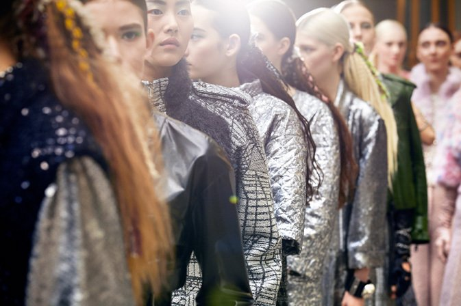 chanel-fall-winter-2014-15-ready-to-wear-backstage-07