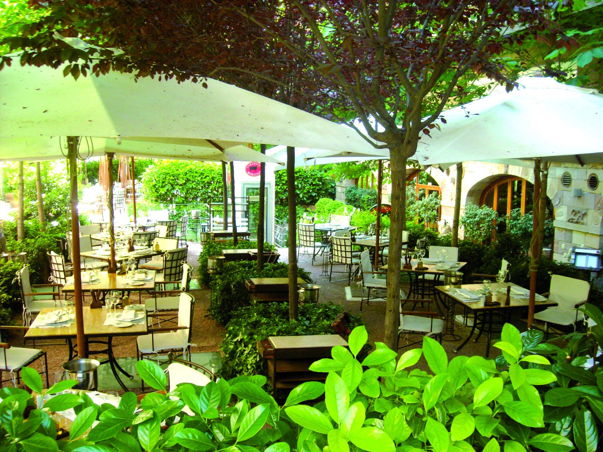 La primavera del restaurante rubaiyat the luxury trends - Terrazas romanticas madrid ...