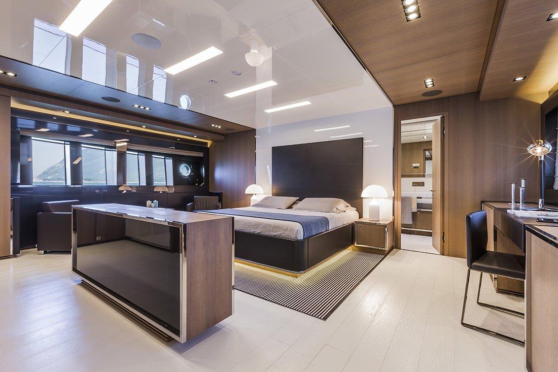 Mythos 122 de riva nuevo buque insignia the luxury trends - Yates de lujo interior ...
