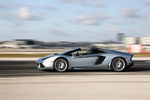 Lamborghini-Aventador-LP700-4-2