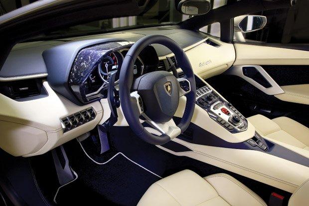 Lamborghini-Aventador-LP700-4-3
