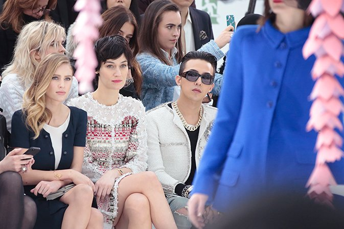 chanel-spring-summer-2015-haute-couture-celebrities-01-dylan-penn-clotilde-hesme-g-dragon