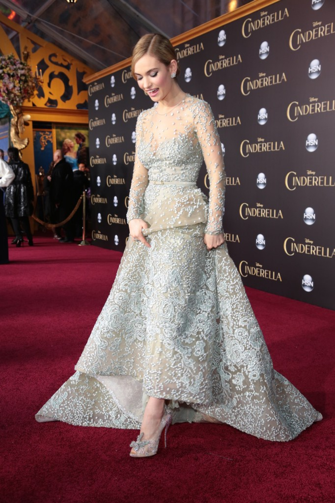 Lily James premiere cenicienta Louboutin The Luxury Trends