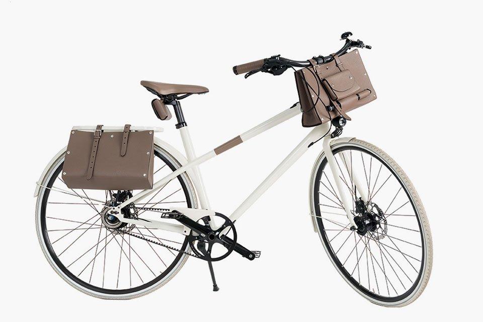 Pasear en bicicleta con Le Flâneur d'Hermès es todo un lujo