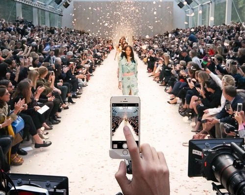 Burberry Movil The Luxury Trends