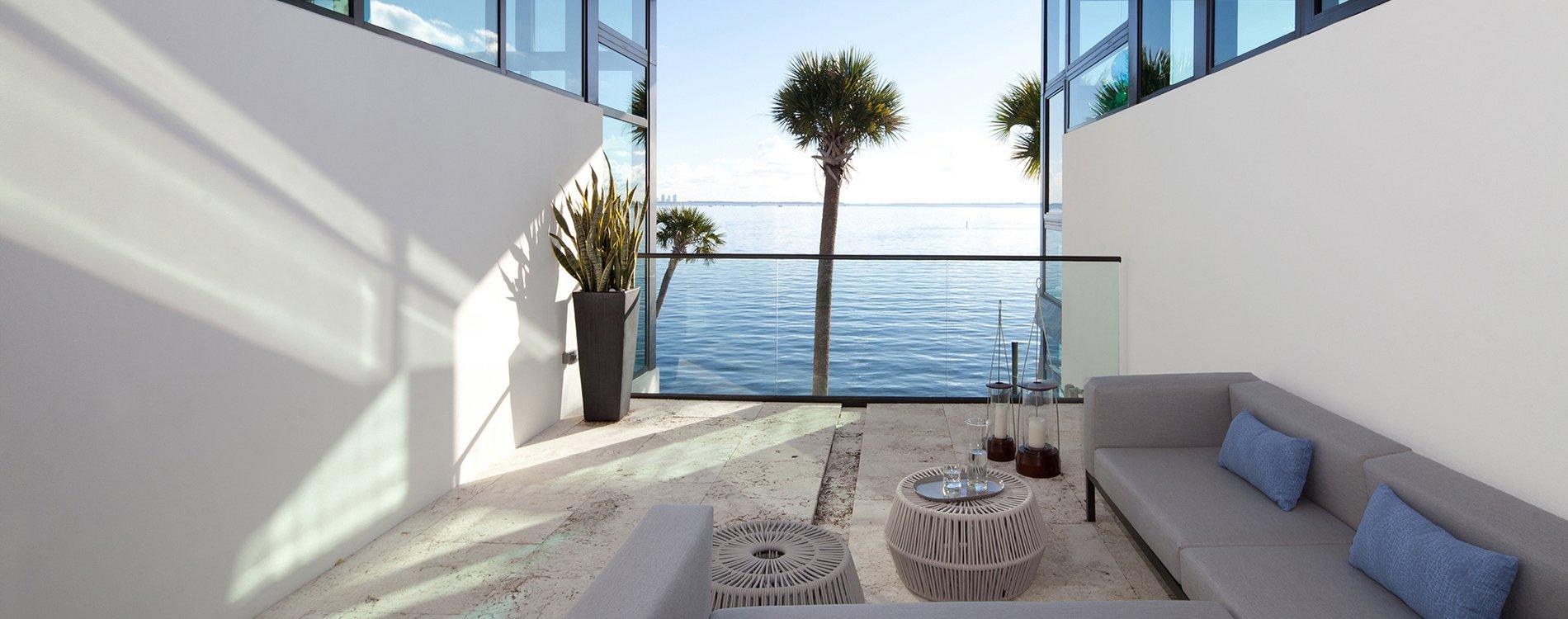 Touzet Studio diseña una casa en Coral Gables que rompe moldes