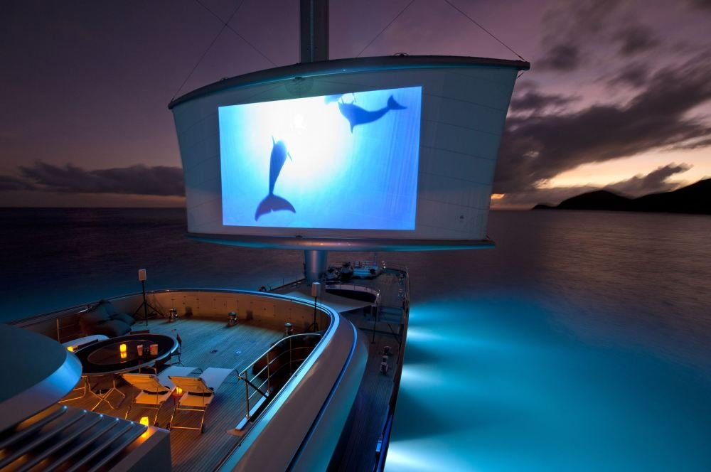 Disfrutar del mejor cine al aire libre en yates de lujo