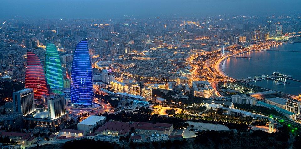 ¿Qué se cuece por Bakú?