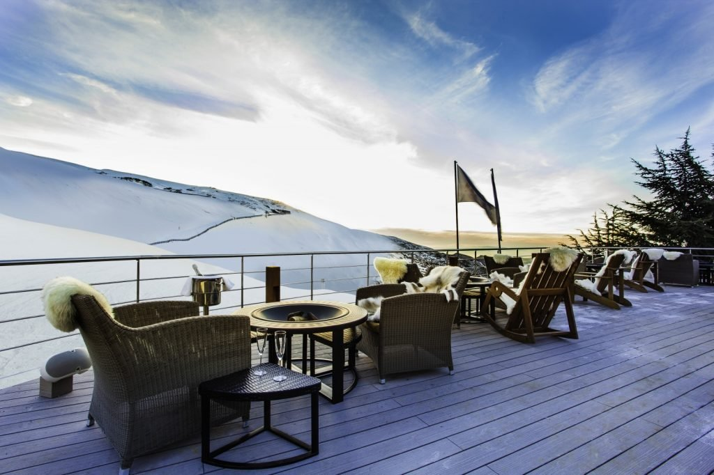 Situado en un enclave privilegiado, a pie de pistas de Sierra Nevada se encuentra el Lodge Ski & Spa, un idílico refugio de montaña con todas las comodidades para disfrutar de la nieve