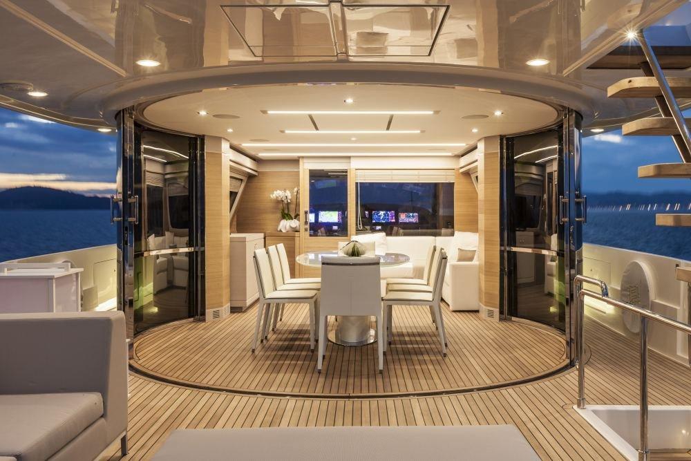 Ferretti group presenta el nuevo yate de lujo navetta 28 for Interior yates de lujo