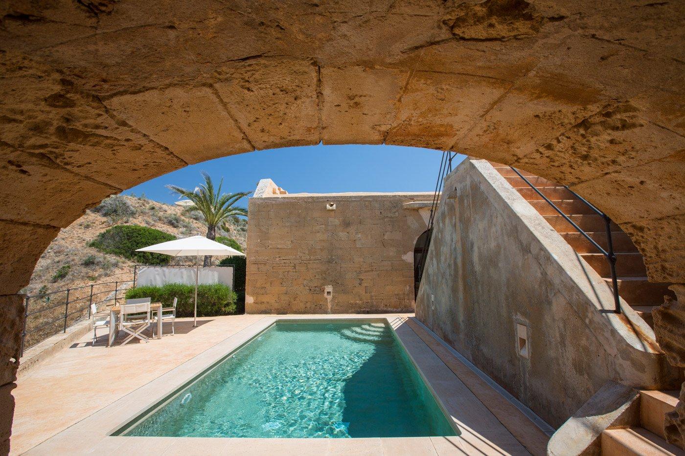 Hotel cap rocat un enclave nico en la bah a de palma for Hotel luxury definicion