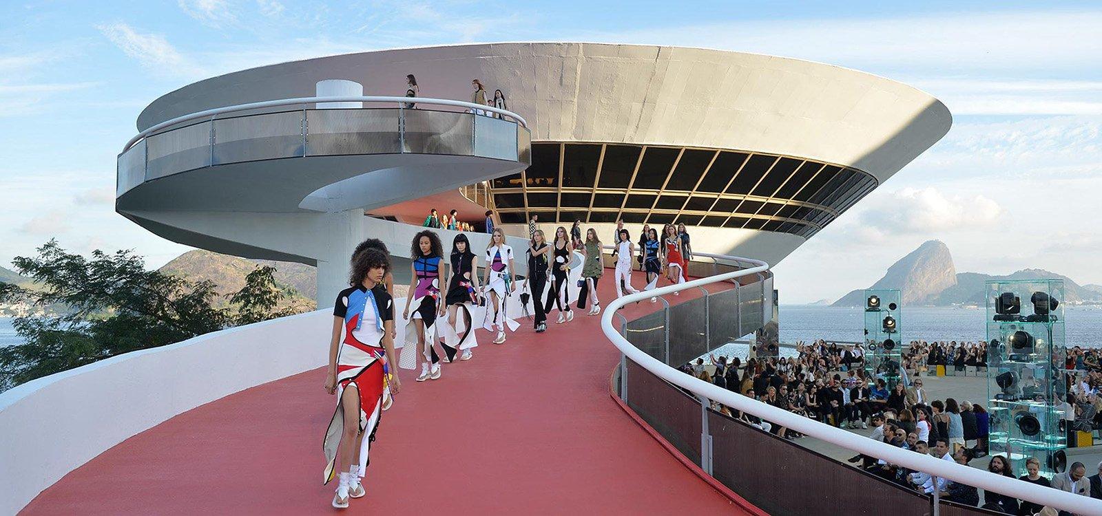 Louis Vuitton y Dior presentan su Colección Crucero 2017 en escenarios únicos