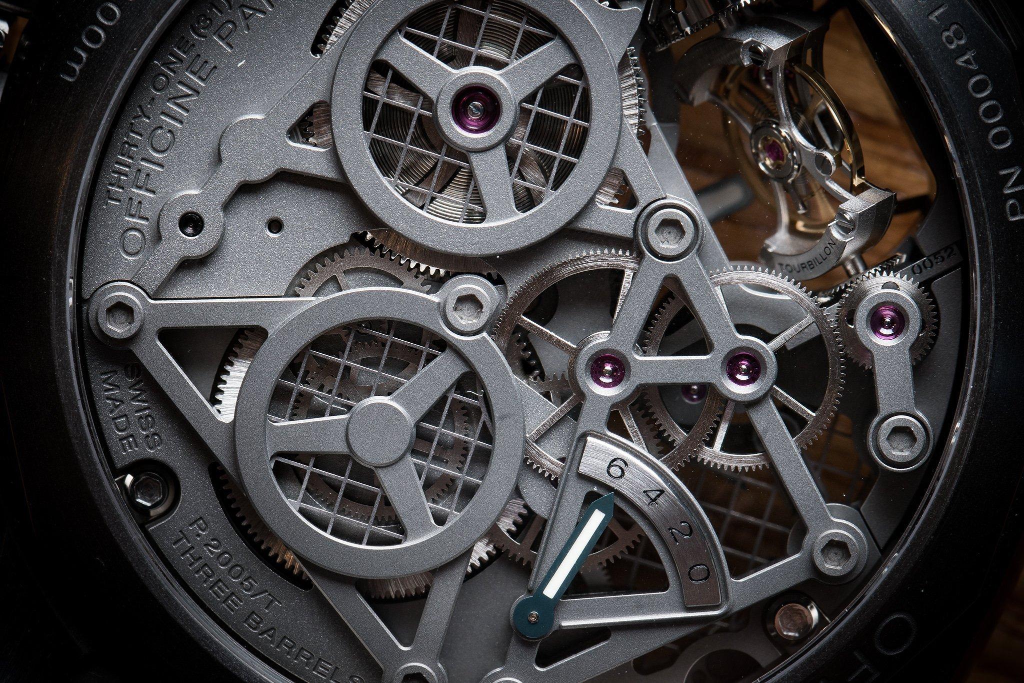 Regresa la moda de los relojes que muestran su interior