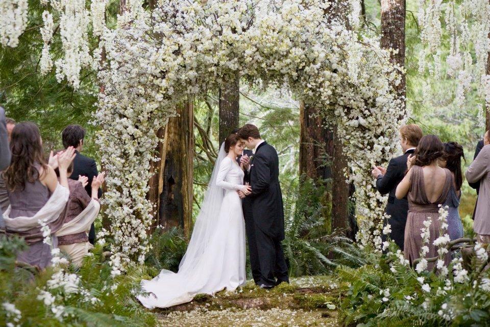 """Los arcos nupciales """"naturales"""" son lo último en ceremonias exteriores"""