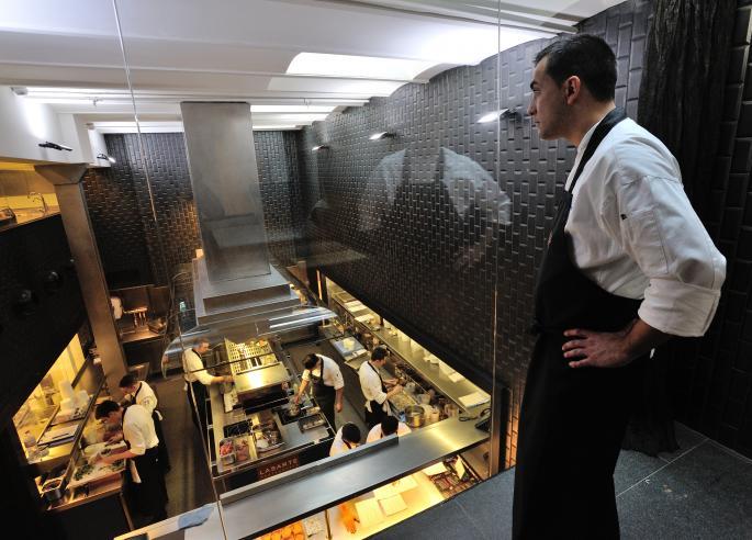 lasarte-restaurante-cocina-Theluxurytrends