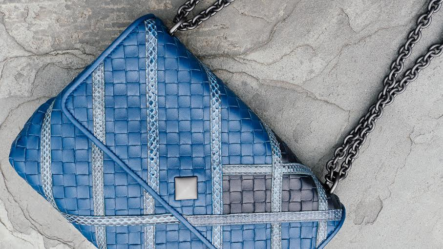 Bottega_Veneta_bolso_Manhattan_azul_The_LUxury_Trends