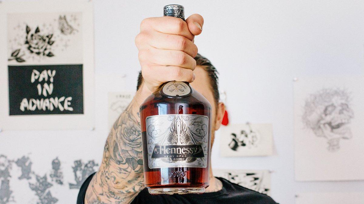 El arte del tatuaje inspira la nueva edición limitada del coñac Hennessy