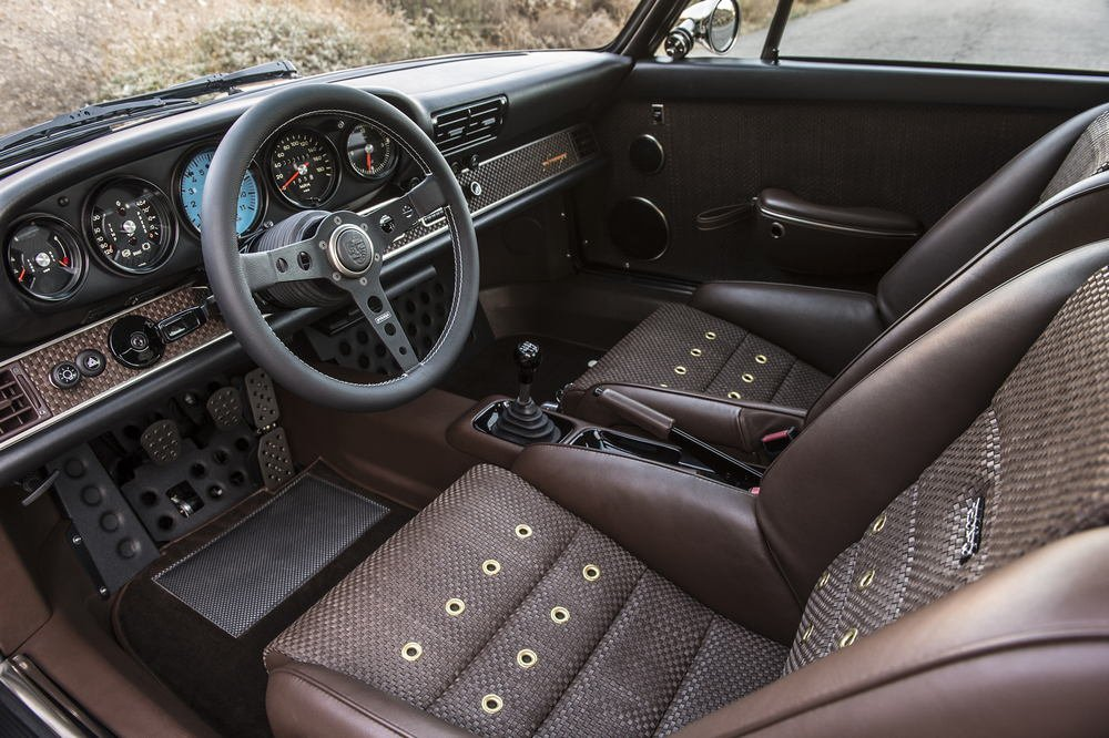 The-Luxury-Trends-Magazine-Singer-911-interior