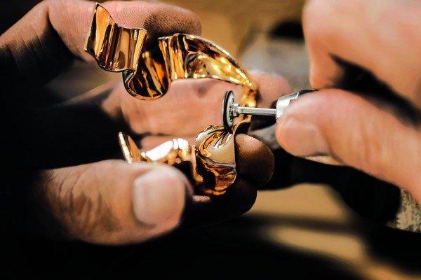 Jadore_Dior_artesanía_TheLuxuryTrends