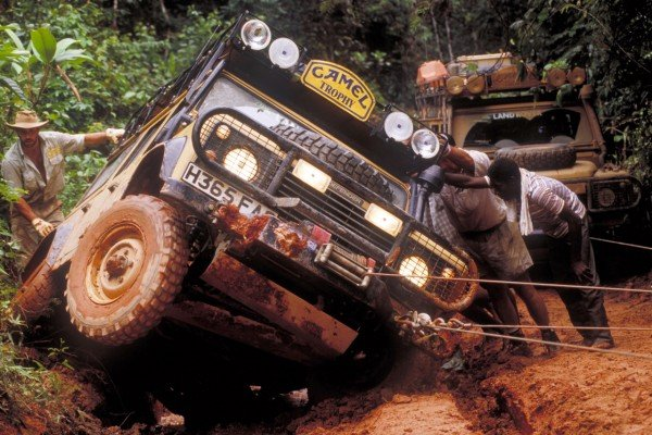 TheLuxuryTrends-Land-Rover-Defender-camel-Trophy