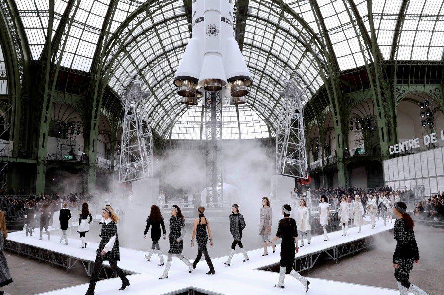 El Grand Palais de París se  convierte en una lanzadera espacial de la mano de Chanel