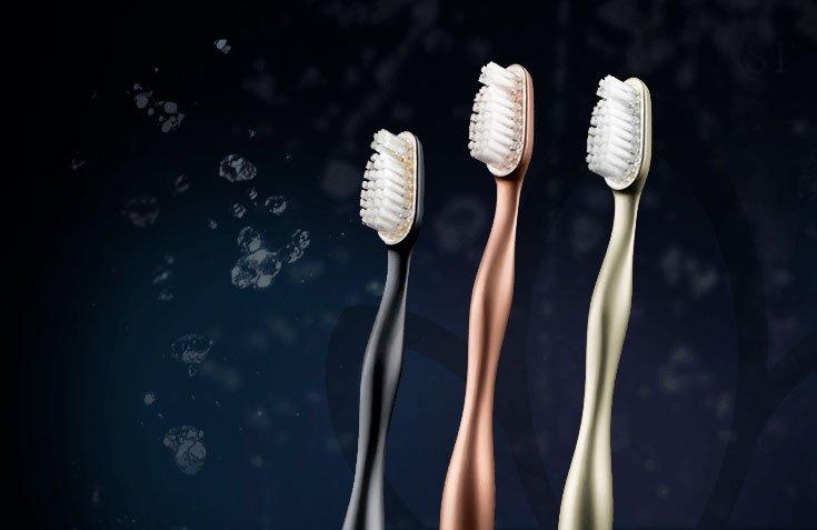 Reinast, un lujoso cepillo dental realizado en titanio