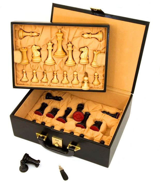 andalusian-blood-rosewood-chess-set-TheLuxuryTrends