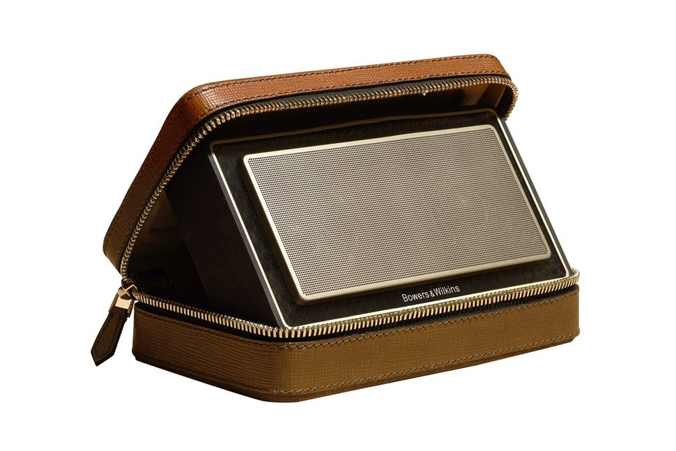 bowers-and-wilkins-t7-gold-edition-burberry-TheLuxuryTrends