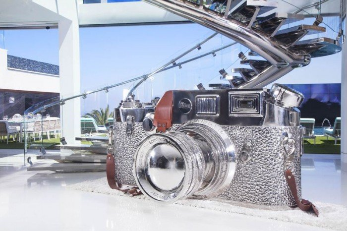 924-Bel-Air-Leica-gigante-TheLuxuryTrends