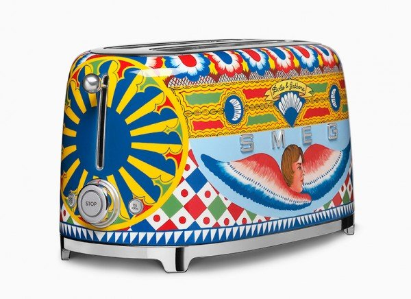 dolce-gabbana-smeg-toaster-TheLuxuryTrends