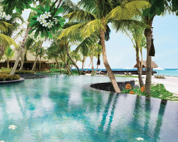 one-and-only-reethi-rah-pools-and-beaches-TheLuxuryTrends