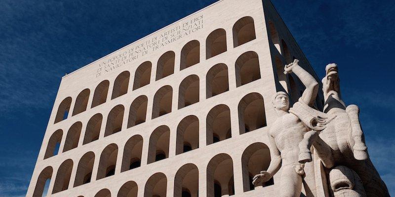 Fendi-Palazzo-della-civilta-estatuas-TheLuxuryTrends