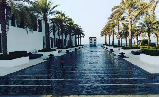 The-Chedi-Muscat-Oman-piscina-TheLuxuryTrends