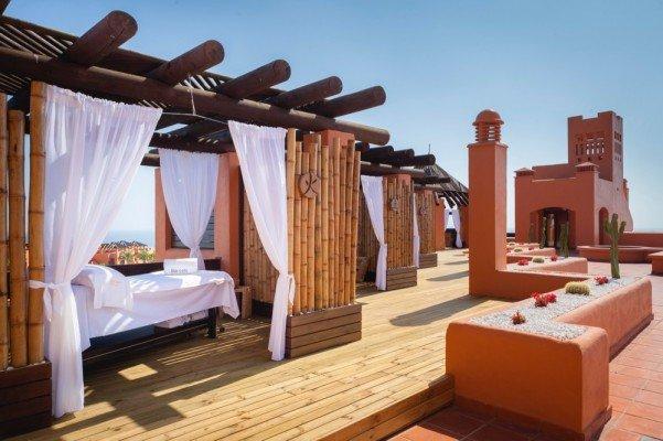 Hotel-Hideaway-terraza-belleza-TheLuxuryTrends