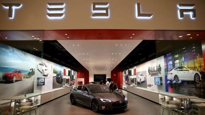 Tesla-tienda-Barcelona-TheLuxuryTrends