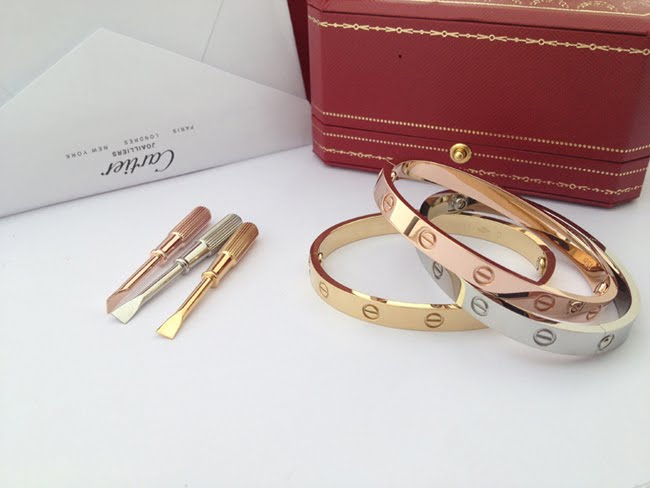 Cartier-Love-oro-TheLuxuryTrends