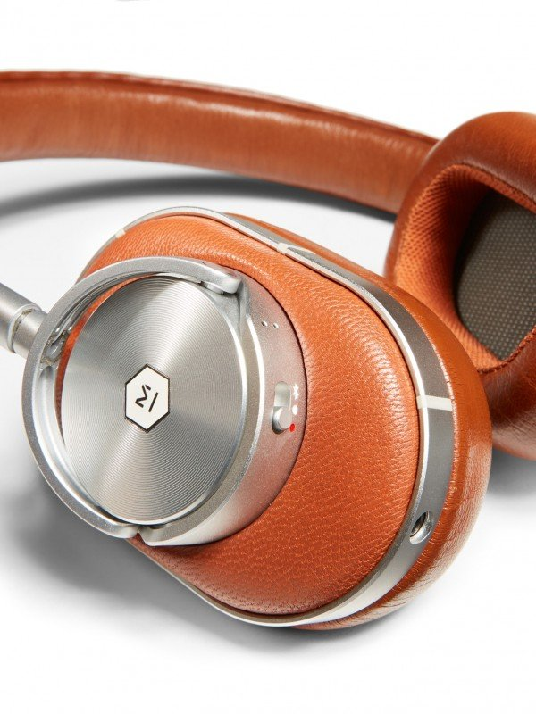 Ermenegildo-zegna-master-dynamics-auriculares-detalle-TheLuxuryTrends