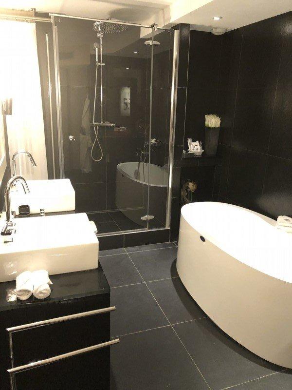 MonHotel-baño-TheLuxuryTrends