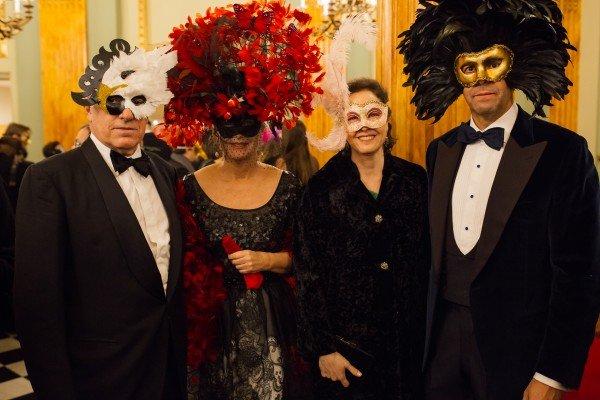 Baile-Mascaras-invitados-LuxurySpain