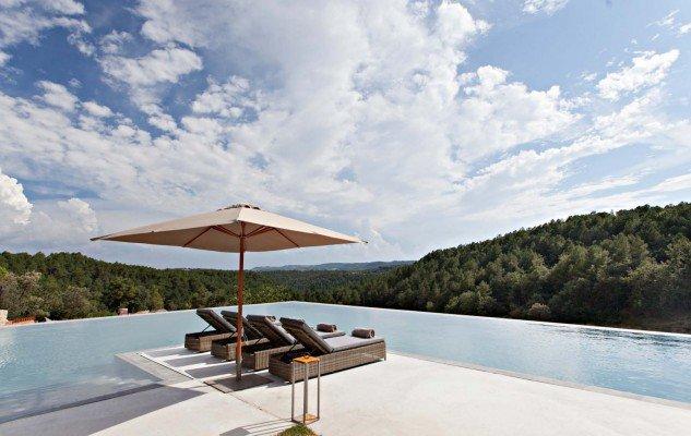La-Vella-Farga-piscina-hotle-TheLuxuryTrends