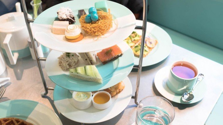 The-Blue-Box-cafe-Tiffany-desayuno-TheLuxuryTrends
