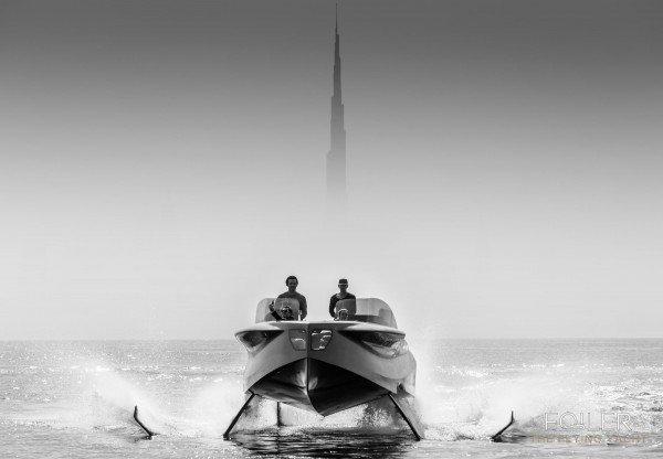 Foiler, navegando por encima de las olas