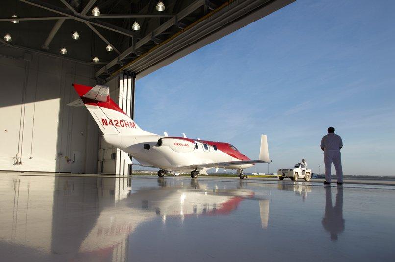 HA-420-Hondajet-hangar-heLuxuryTrends