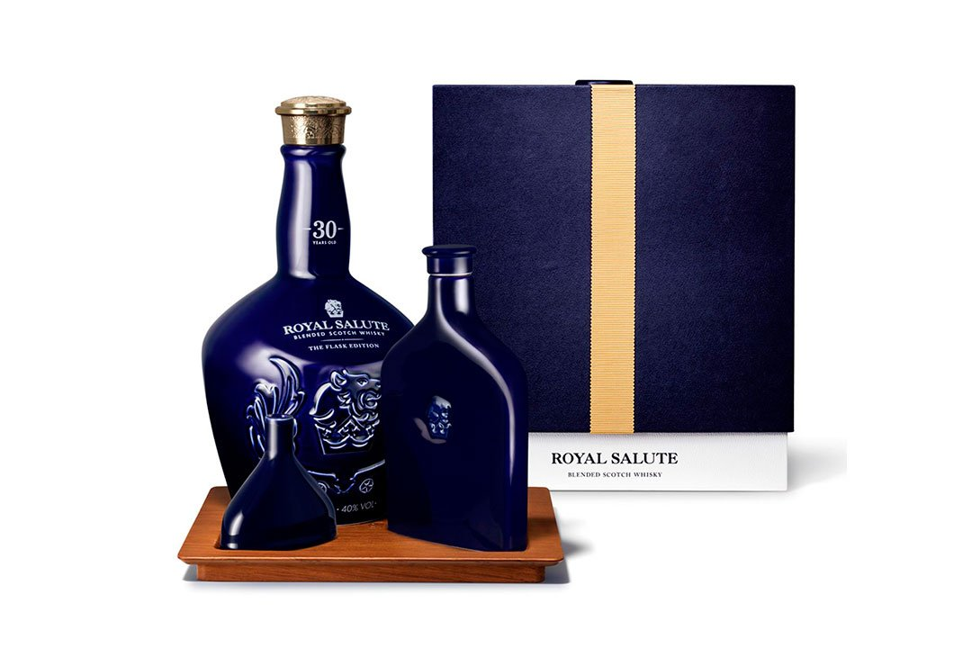 The-Luxury-Trends-Royal-Salute-30-Years-Old-The-Flask-Edition-Bottle