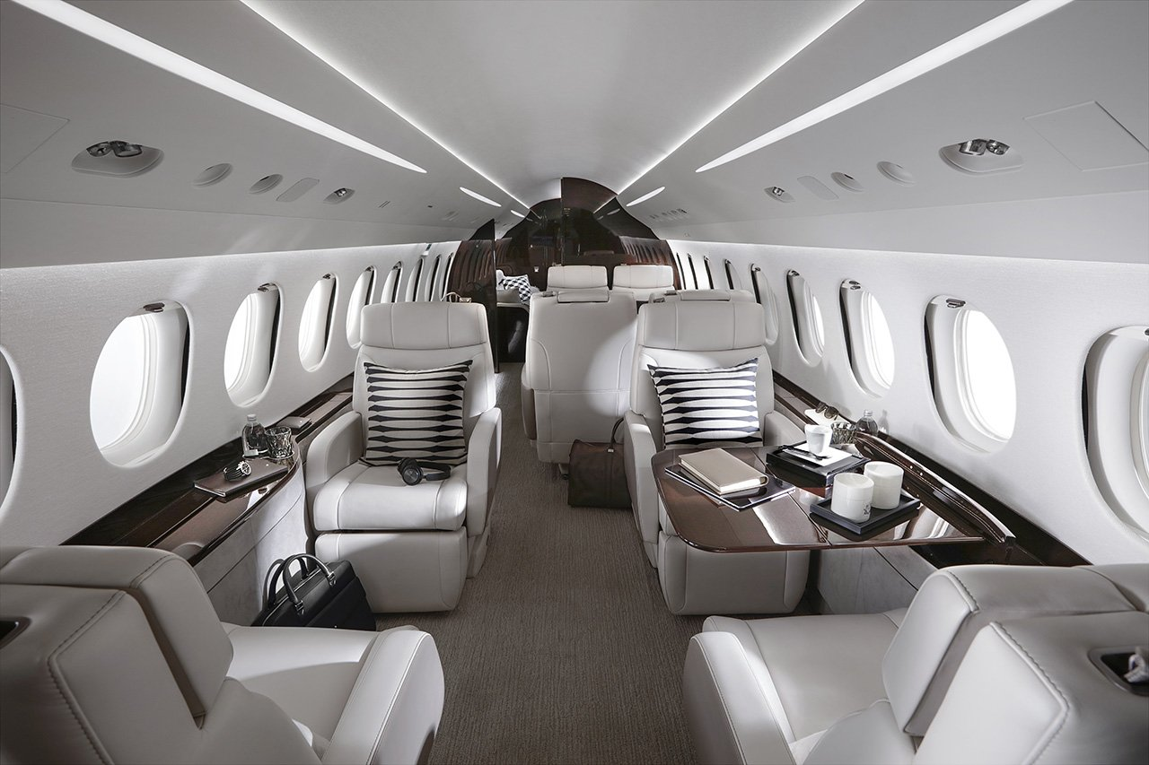 Falcon-8x-cabina-TheLuxuryTrends