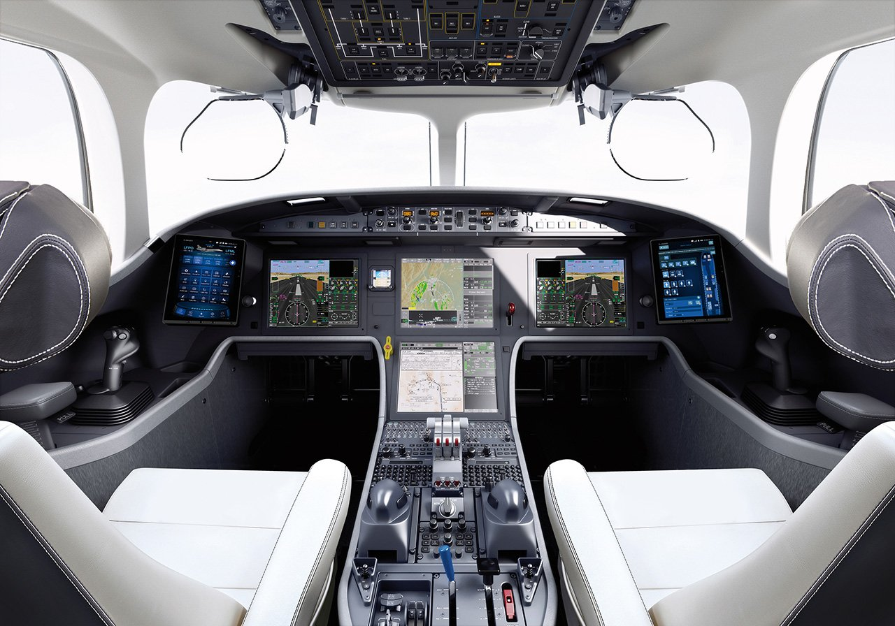 Falcon-8x-cabina-piloto-TheLuxuryTrends