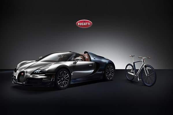 Bugatti-con-bici-juego-TheLuxuryTrends