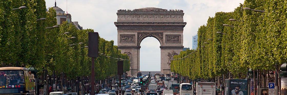 Calles-comerciales-Campos-Elíseos-París-TheLuxuryTrends